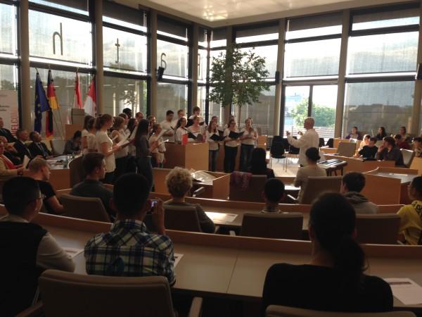 Musikalischer Auftakt der Feierstunde mit einem Chor der Justus Liebig Universität Gießen