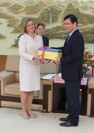 OB Grabe-Bolz zu Besuch in der Partnerstadt Wenzhou in China – hier bei OB Xu Liyi