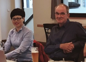 Shi Xiang Ping (Stefanie) mit dem Vorsitzenden des Partnerschaftsvereins, Joachim Scheerer